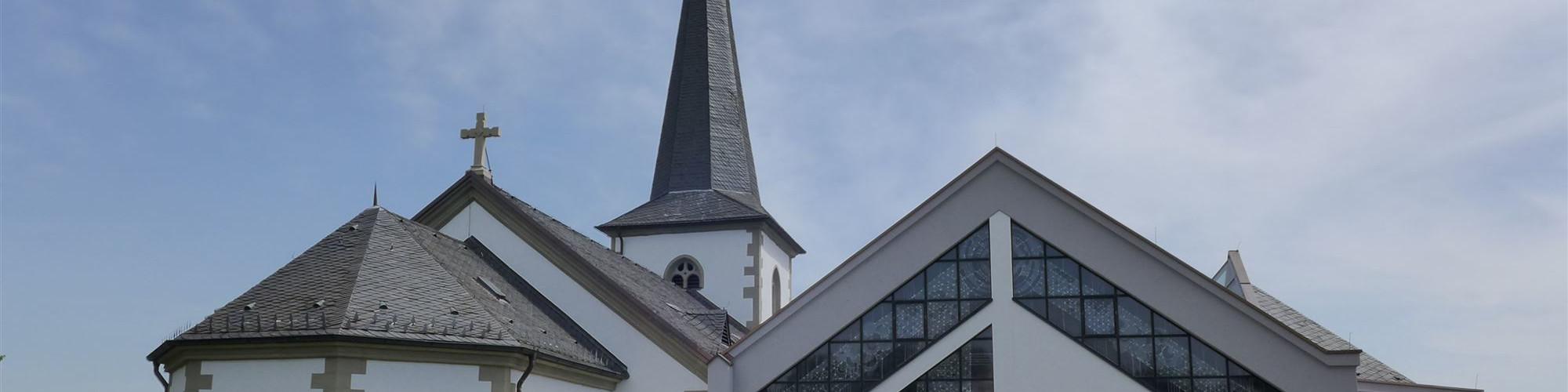 Kirche Oberwerrn - Ansicht vom Friedhof-sld